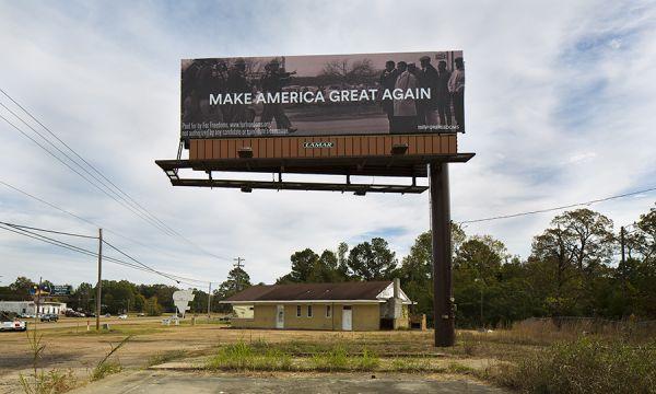 Tania Bruguera, Marilyn Minter, Trevor Paglen to Create Political Billboards Ahead of US Midterms - Tania Bruguera、Marilyn Minter、Trevor Paglen在美国中期创造政治广告牌