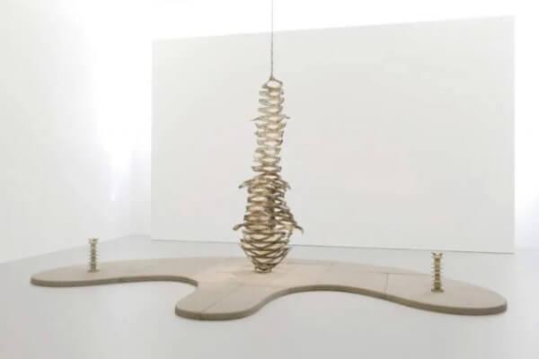 欧森/迪特·席琳,《神秘之歌》,2019,综合媒介,430 × 250 × 400 cm。